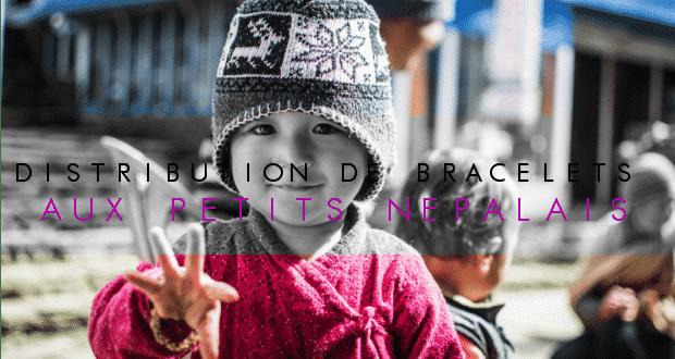 COUVERTUREDistribuation-de-bralecelets-au-nepal