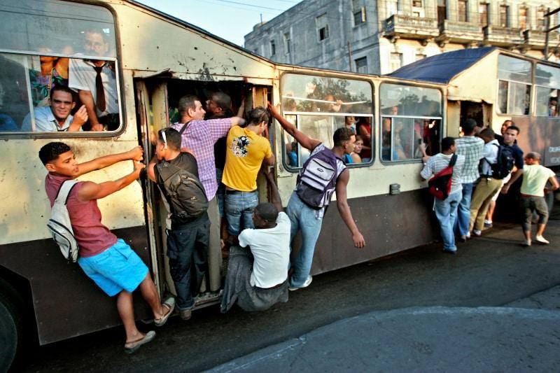 Bus dans les rues de la Havane