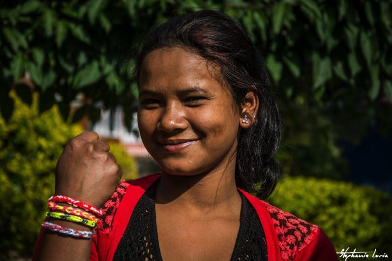 Distribuation de bralecelets au nepal02