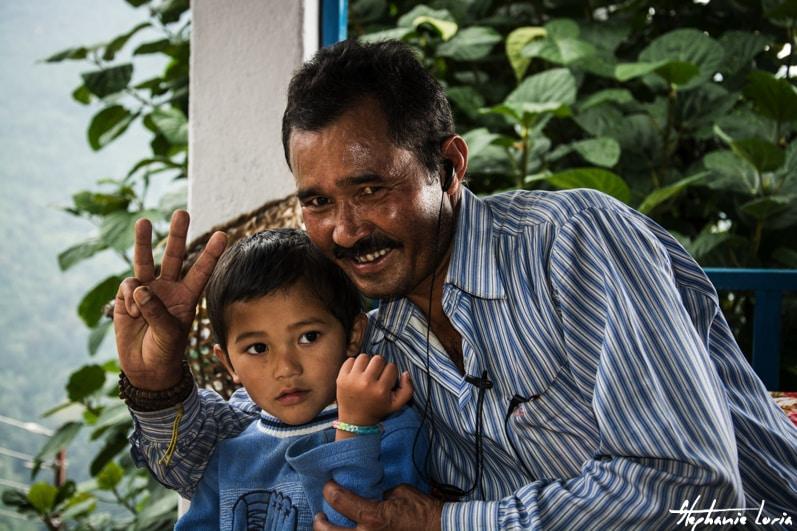 Distribuation de bralecelets au nepal03