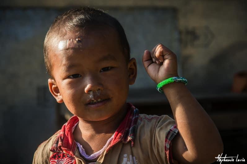 Distribuation de bralecelets au nepal04