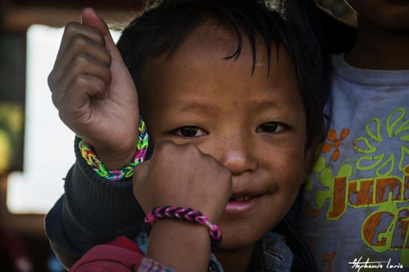 Distribuation de bralecelets au nepal05